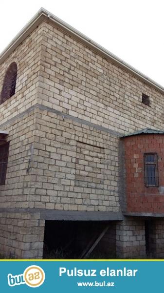 Срочно! В посёлке Бинегеди в элитном участке   продается3-х етажный, 9-и комнатный частный дом нового строения расположенный на  1...