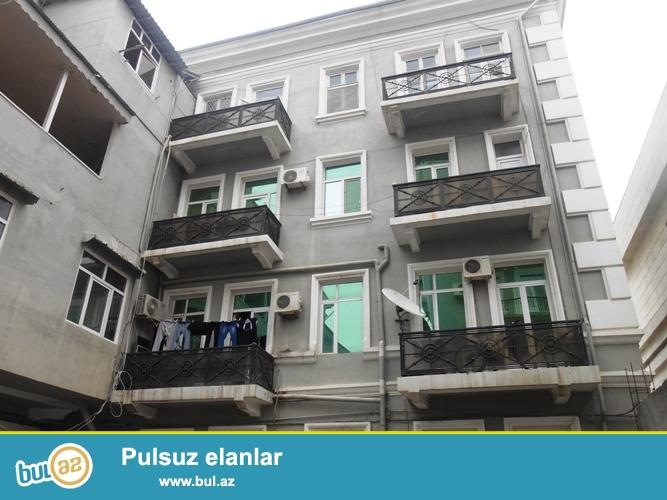 Cдается 4-х комнатная квартира в центре города, в Cабаильском районе, в поселке Баилово, рядом с площадью Флага (Bayraq meydanı)...