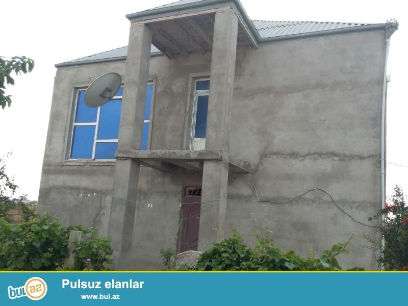 Abweron rayonunda Saray qesebesinde.  12 sotun icinde heyet evi satilir,  6 otaqdan ibaretdir, evin alt ust 300kv...