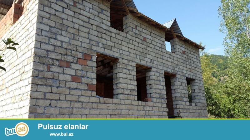 Qebele rayon Vendam Qesebesinde daglarla ehate olunmus menzereli bir gusede bag evi satilir ve ya bakida evle deyisdirilir...