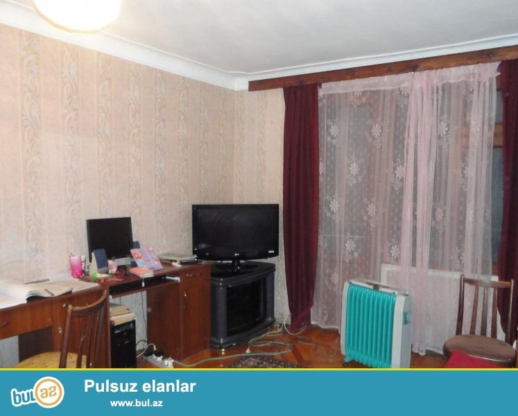 В Ясамальском районе, по ул. Шарифзаде, недалеко от  здания «Асан Хидмет»  продаётся 3-х комнатная, переделанная в 2-х комнатную квартира...