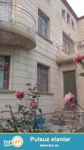 В Бинагадинском районе, в поселке Воровского, рядом с домом торжеств «Каинат» вдоль дороги сдаётся 3-х этажная вилла...