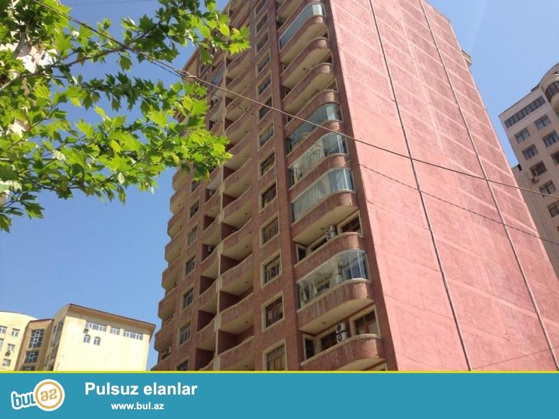Сдаю 2-х комнатную кв-ру в центре проспекта Азадлыг, около «пос-ва США» в полн...