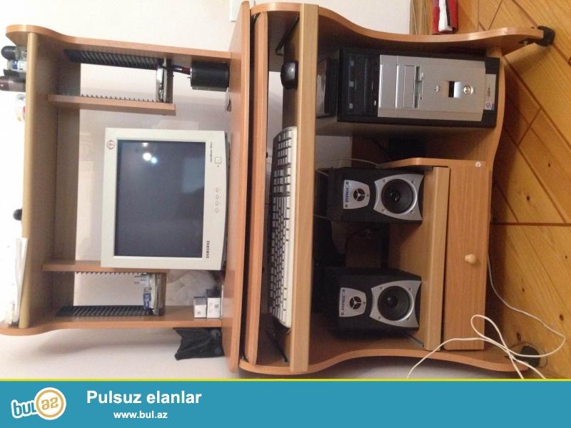 Komputer stolu cox ideal veziyyetdedir.Kalonka,klaviatura,Diskler üçün ayrica yerler var...