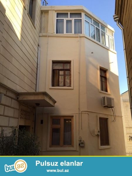 К сведению солидных клиентов:   Срочно продается 4-х этажный  частный дом в «Ичери шехер», ок...