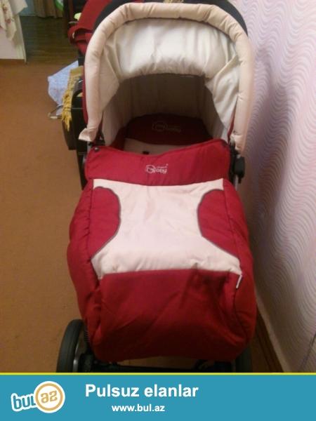 Продается новая Супер коляска My Modern Baby  <br /> родственники подарили в связи с рождение ребенка а мы успели уже себе купить коляску Вот и осталась коляска без хозяина КОЛЯСКА ИЩЕТ ХОЗЯИНА <br />  Мы продаем за 150 azn  Мое мнение очень теплая надежная и везде проходимая коляска <br />  В комплекте :сумка, корзинка для ребенка в коляску и функции коляски коляски: Перекидная ручка, колеса снимаются и одеваются (колеса резина (так что насосо не нужен)), ну и многое другое что должна уметь коляска <br />  Одним словом отличная коляска которая достойна того что бы найти своего владельца...