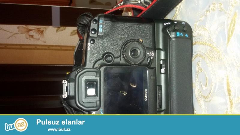 Canon 5D Mark II Grip Bateryy + 4 GB Card Satilir Qiymet 1230 Azn Probeg 28 min Yeniden secilmir ...