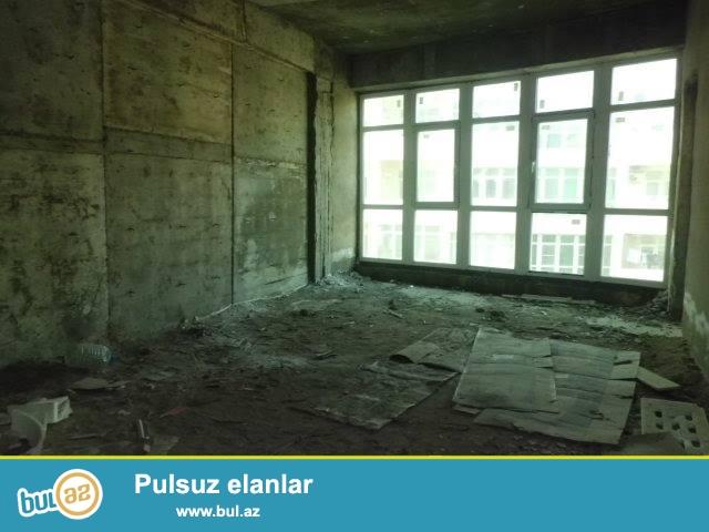 Tblisi pr yeni tikili qazli kupcali binada 93 kv sahesi olan temirsiz (podmayak)menzil tecili satilir...