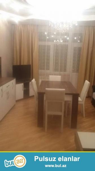 1 мкр, около д/т Агдаш, в жилом, полностью заселенном комплексе с Газом сдается 2-х комнатная квартира, 12/5, общая площадь 82 кв...
