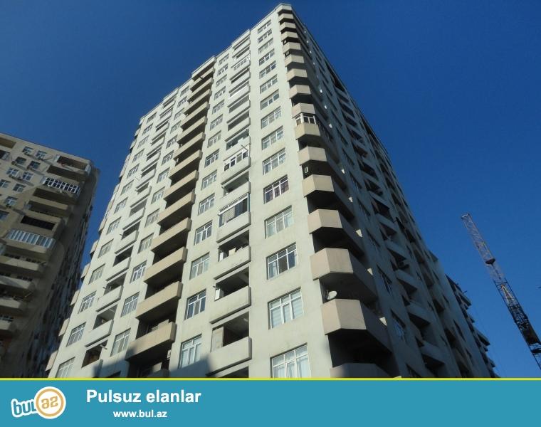 В пос. Ени Ясамал, напротив Бизим маркета,  продаётся 2-х комнатная  квартира в полностью жилом, заселенном и Газифицированном комплексе « Şərur MTK »...