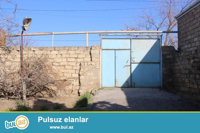 Sabuncu rayonu Maştağa qəsəbəsində 8 sot torpaq sahəsində  2 ədəd ev satılır...