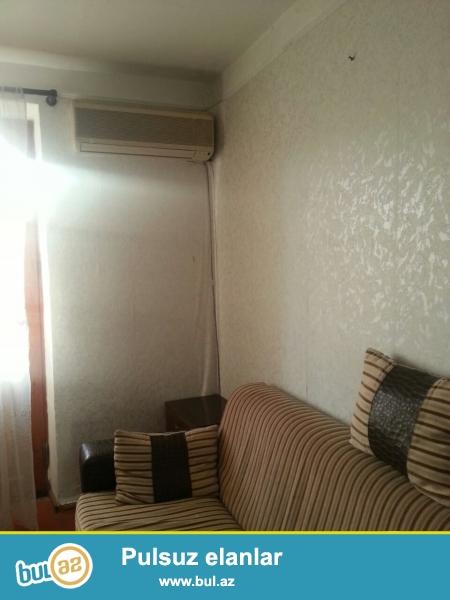Продается 1 комнатная квартира в 8 МКР-е, рядом с метро Азадлыг...