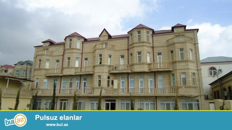 Срочно! В Бадамдаре cдается в аренду на долгий сро  3-х этажная, 40-и комнатная, площадью 658 квадрат, с евро ремонтом вилла...