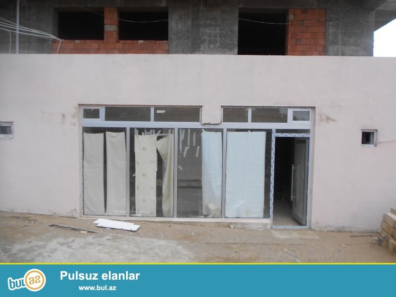 Kənd Əhmədlidə, Əhmədli metro stansiyasının yanında yeni tikilmiş binanın altında obyekt təcili satılır...