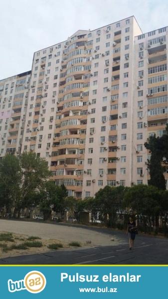 СРОЧНО!!! В районе Ясамал, около Баку молл, в элитном, полностью заселенном комплексе с Газом и Купчей продается 2-х комнатная квартира, 17/17, МАНСАРДА, общая площадь 60 кв...