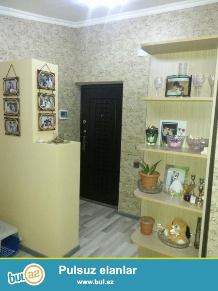 Очень срочно!В 10-ти минутах от метро Иншаатчылар в посёлке Ени Ясамал,в полностью заселённой новостройке,продаётся 1-комнатная квартира с отличным ремонтом 12/12(мансарда),площадью 35 кв...