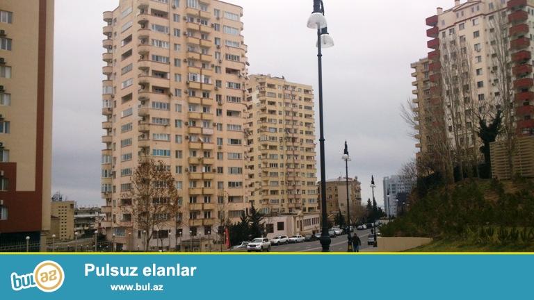 Новостройка! Cдается 3-х комнатная квартира в центре города, в Ясамальском районе, по yлице Гуткашенли, рядом с памятником Н...