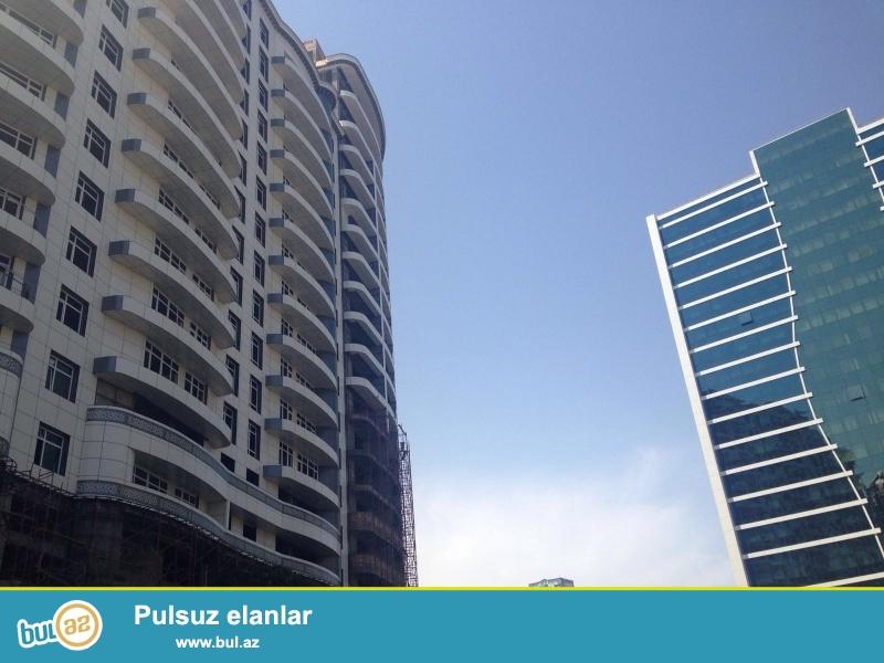 <br />  В центре города возле метростанции Низами,в жилом комплексе « Capital Group»,в новостройке с панорамой на город предлагается 2 комнатная квартира (можно переделать в 3-х комнатную),под маяк,с общей площадью 123...
