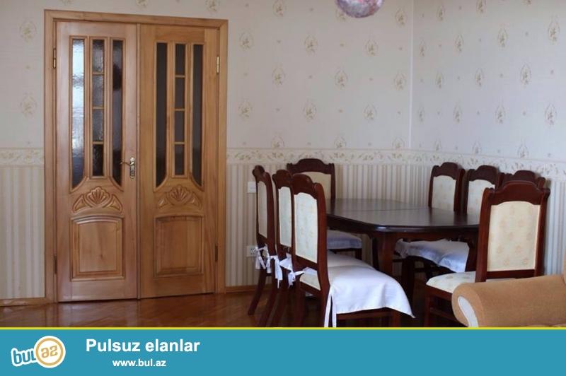 Yasamal r Mireli seyidov kuc yeni tikili kupcali binanin 5-ci mertebesinde 3 otaqli 135 kv sahesi olan 3 otaqli menzil tecili satilir...