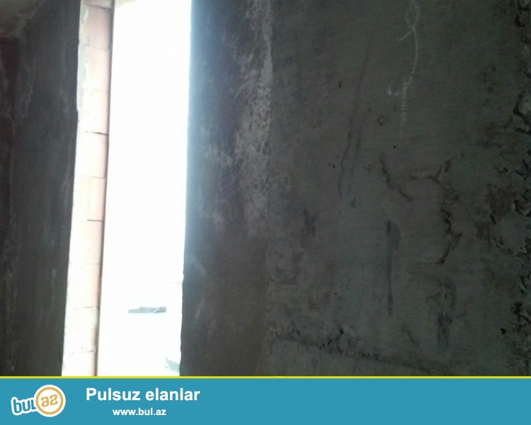 Zabrat maştağa yolunun üstündә yeni tikilidә 7ci mәrtәbәdә tәmirsiz 2otaqlı ev satılır ...