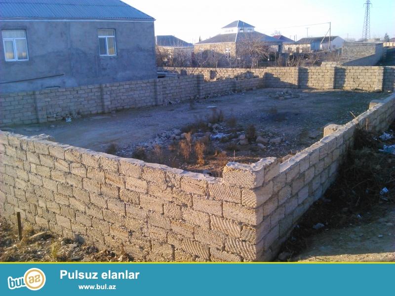 Tecili Buzovnada albali qesebesinde yola yaxin senetli 4 sot torpaq satilir das hasari suyu qazi isigi var