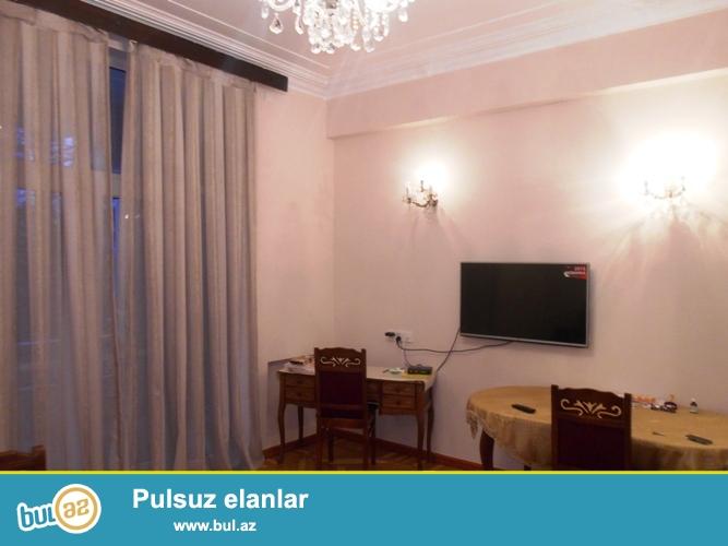 Сдается 2-х комнатная квартира в центре города, в Сабаильском районе, по проспекту Нефтяников, напротив  Девичьей Башни (Qız Qalası)...