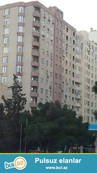 В районе Ясамал, около Иджра, в элитно-жилом комплексе с Газом и Купчей продается 2-х комнатная квартира, 16/13, общая площадь 60 кв...
