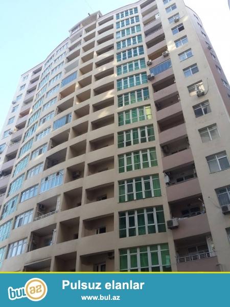 Xocali prospektində, Xatai metrosunun yaninda yerləşən yeni tikilmiş tam yaşayışlı binada 2 otaqdan 3 otaga duzeldilmis mənzil satılır...