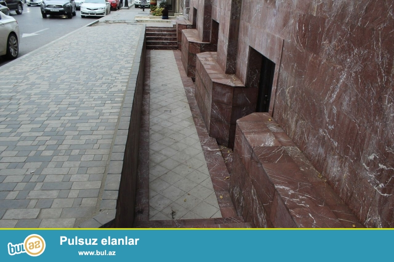 Сдается пустое полуподвальное помещение в центре города, в Наисимнском районе, по улице Р...