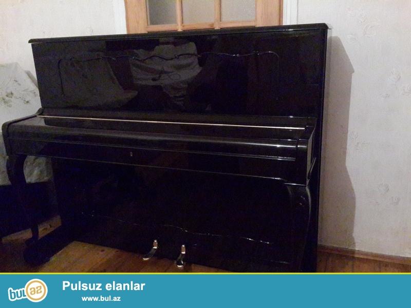 2 pedlli  fiurlu  ayaqli  veynbax  pianinosu  ideal  veziyyetdedir gozel  sesi var  koklenib