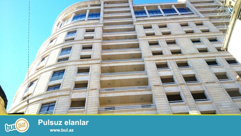 Новостройка! Cдается 3-х комнатная квартира в центре города, в  Ясамальском районе, рядом с метро Низами ...