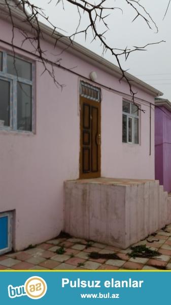 Baş yolla 150 metr arası, 2 sotun içində, 7 kürsülü, cüt daş, 3 otaqlı, təmirli həyət evi...