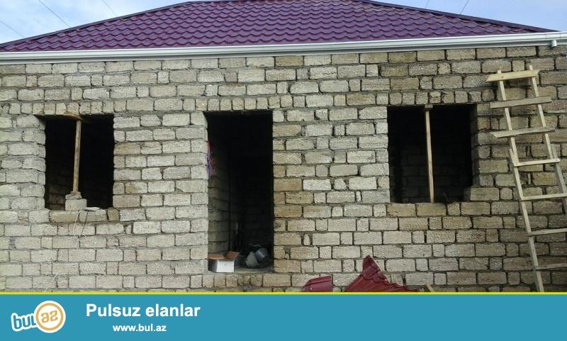 Maştağada Kirov dairəsi ərazisində yoldan 10 m məsafədə 2 sot torpaq sahəsində 5 daş kursudə umumi sahəsi 90 kv...