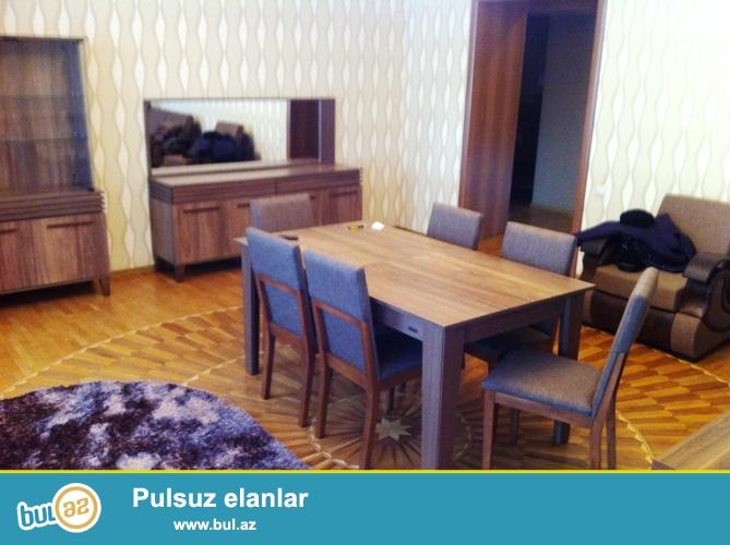 Cдается 5-ти комнатная квартира в центре города, в Сабаильском районе, по проспекту Нефтяников, напротив Бульвара...