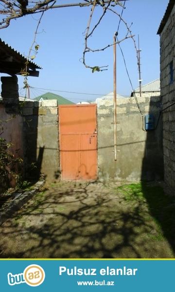 Sabunçu rayonu, Maştağa qəsəbəsində Fırat mebel salonun arxasında əsas yoldan 250 metr məsafədə 2 sot torpaq sahəsində ümumi sahəsi 80 kv...