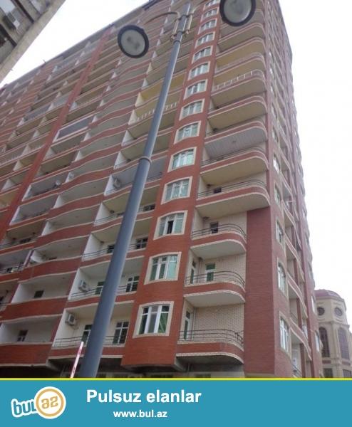 Ясамальский район, в пос. Ени Ясамал,  вблизи «Витал» клиники продаётся переделанная из 1 комнатной в 2-хкомнатную квартира в элитной, заселённой новостройке...