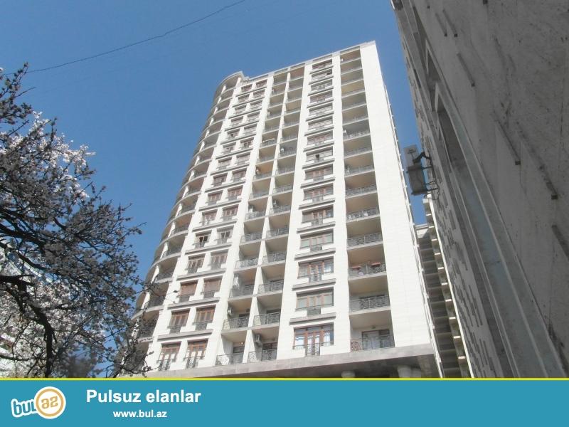 Эксклюзивная продажа.<br /> <br /> В одном из элитных комплексов Ясамальского района, расположенного на проспекте Матбуат, недалеко от круга «Гялябя» продаётся 4-х комнатная квартира, общая площадь 166 кв...