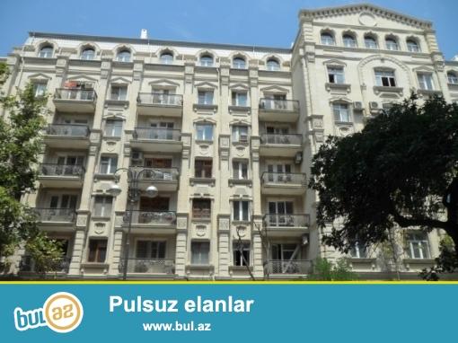 Cдается 3-х комнатная квартира в центре города, в Сабаильском районе, по улице У...