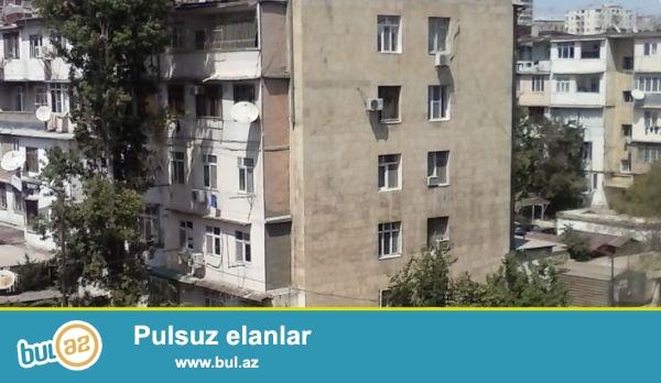 По проспекту Г. Джавида, около лицея « Европа» продаётся 3-х комнатная квартира общей площадью  70 кв...