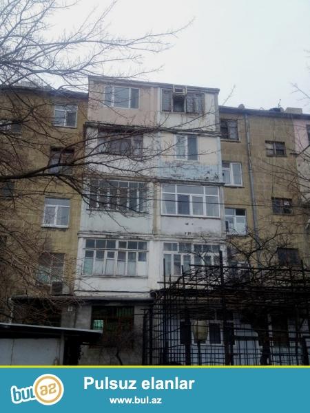 В респектабельном районе города, по проспекту Азадлыг, вблизи маркета «Джавидан»  продаётся 3-х комнатная квартира с хорошим ремонтом...