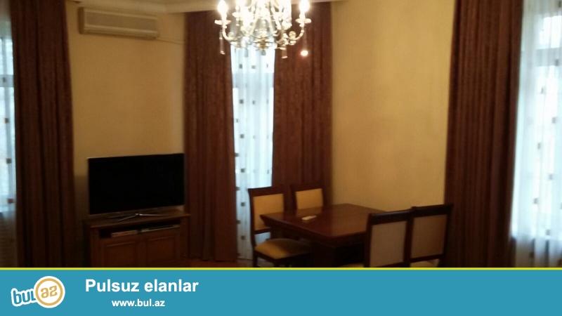 Cдается 3-х комнатная квартира в центре города, в Сабаильском районе, по улице З...