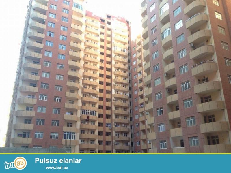ЭКСКЛЮЗИВ!!! В районе Ени Ясамалы, напротив Бизим маркет, в засёленном, жилом комплексе с Газом продается 3-х комнатная квартира, 19/3, общая площадь 122 кв...