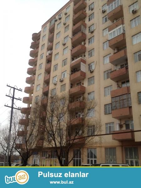Предлагается 1 переделанная в 2-х комнатную квартира в элитной и заселённой новостройке в Ени Ясамале, напротив «Витал» клиники...
