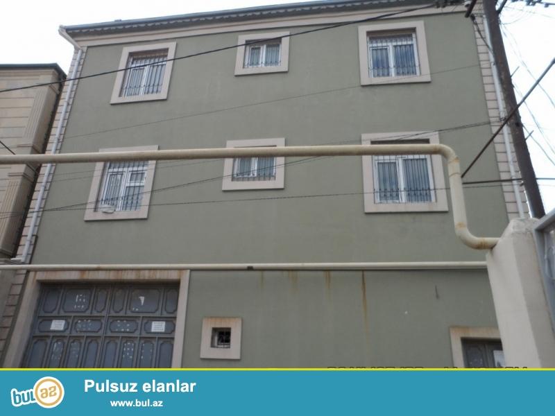 Очень срочно! За рестораном *Асиман*  на  Н З С подаётся  3-х этажный ,6-и комнатный частный дом , площадью 400 квадрат, расположенная на  3...