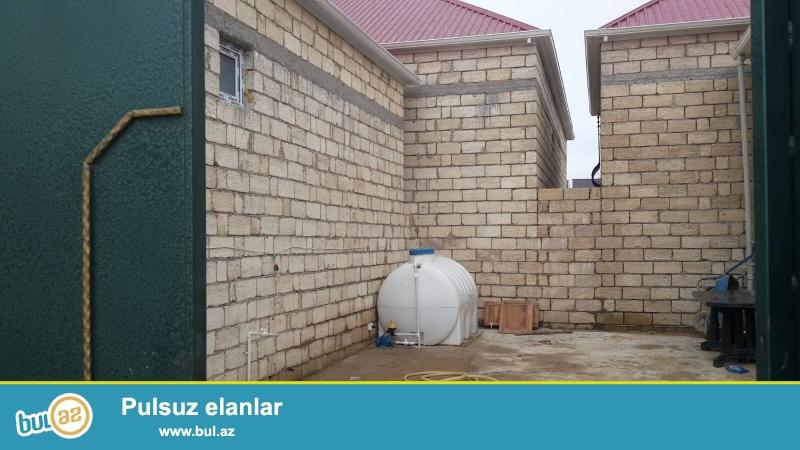 Masazirin girisinde 1.5 sotda, 3 otaq, 100  kv ferdi yasayis evi satilir...