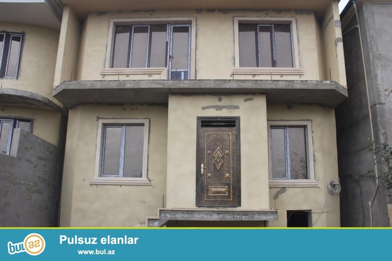 Очень срочно !  В Самом элитном районе  Хатаи (Зейтунлуг) продаётся 2-х этажный,4-х комнатный  частный дом, площадью 400 квадрат, расположенный на 2  сотках приватизированного земельного участка ...