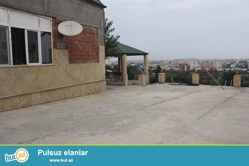Очень срочно !  В поселке Бакиханово бывший Разино рядом с новой мечетью и спортивным комплексом *СТАР*  продаётся 1-но этажный + мансарда   5-ти комнатный частный дом площадью 260 кв ...