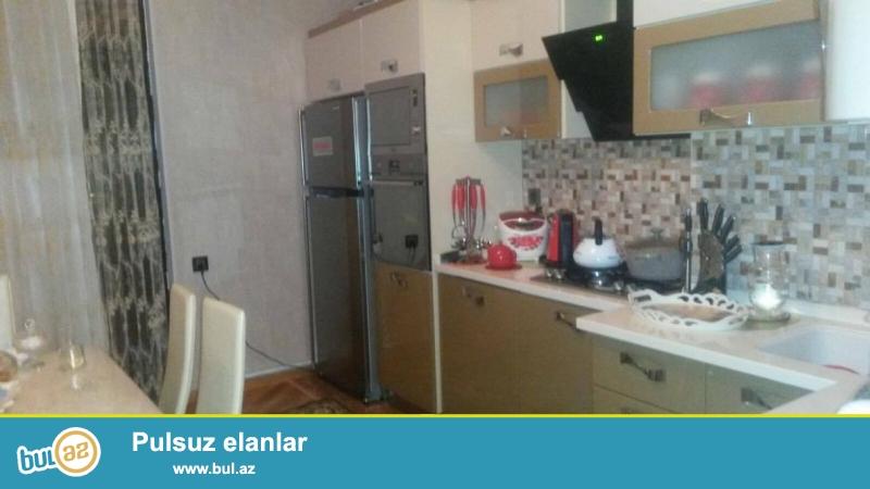 6 мкр, около клиники З. Алиева, в полностью заселенном комплексе продается 3-х комнатная квартира, 16/10, общая площадь 140 кв...