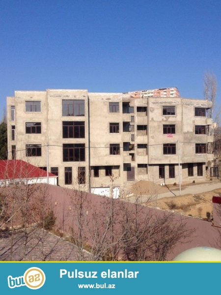 Xetai rayonu, Ehmedli metrosunun yaninda, 1 bloklu, 4 mertbeli, binada menziller satilir...