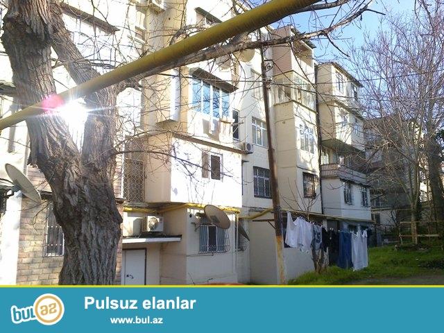 Yasamal rayonu, Tbilisi pr., hərbi şəhərcikdə daş binada 4 otağa düzəldilmiş mənzil satılır...